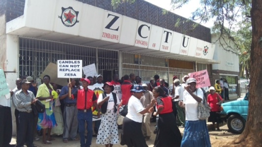 roles of trade unions in zimbabwe Information on collective bargaining agreement in zimbabwe all about collective bargaining, salaries and wages, trade unions, labour laws and the workplace on mywage zimbabwe.